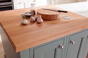 Деревянный топ на кухне