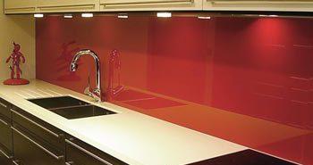 Фартуки из пластика – практичный способ оформления рабочей зоны на кухне