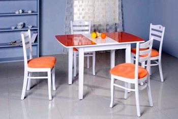 Расположение стола в пространстве кухни