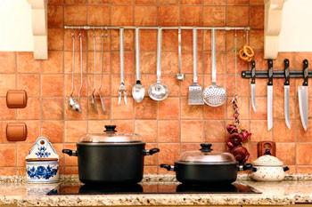 Преимущества и недостатки кухонного фартука из плитки