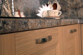 Кухонные столешницы из ДСП – сочетание высоких эксплуатационных качеств и доступности