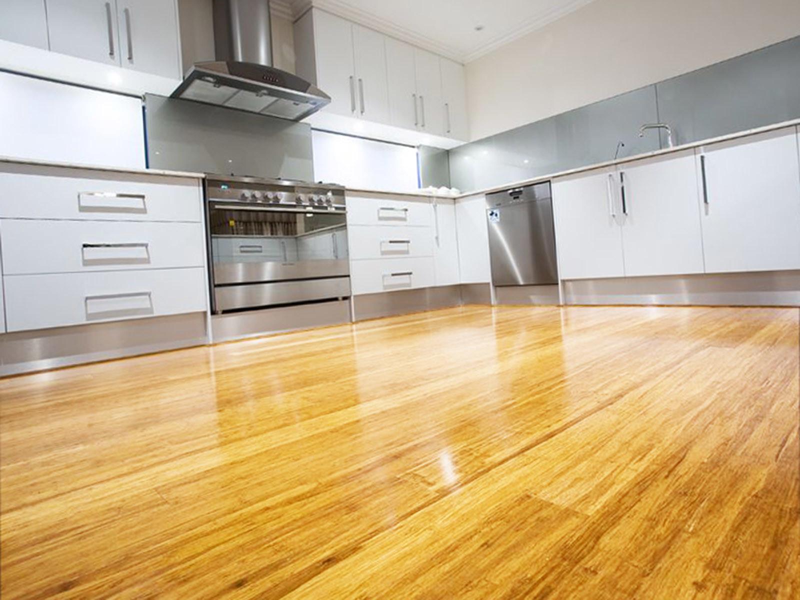 Что лучше постелить на пол на кухне: виды популярных напольных покрытий и советы по выбору