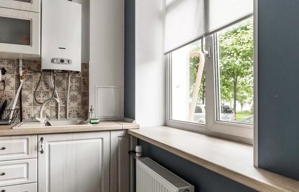 Лучшие идеи дизайна кухни в хрущевке с холодильником и газовой колонкой (60+ фото)