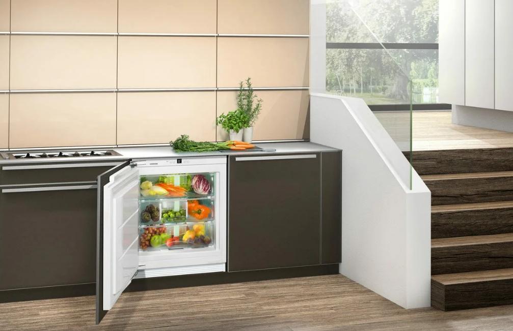 Размеры встраиваемого холодильника на кухне